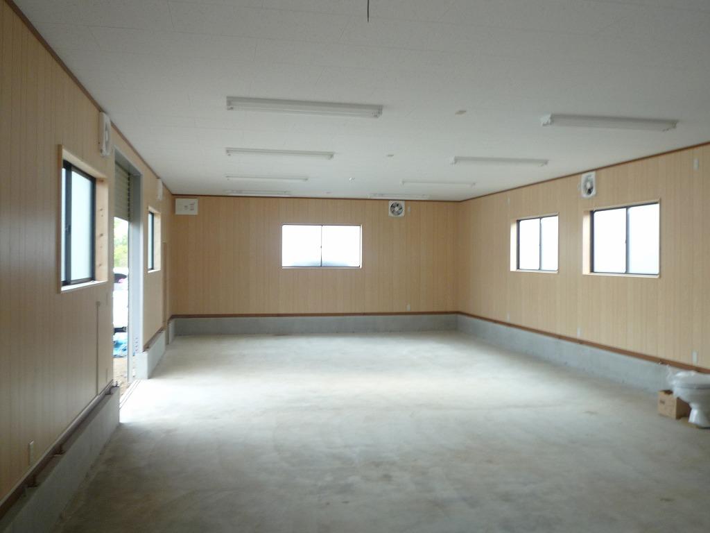 特注ユニットハウス・プレハブ・トレーラーハウスの事務所・店舗・住宅・倉庫のことなら有限会社サンハウス